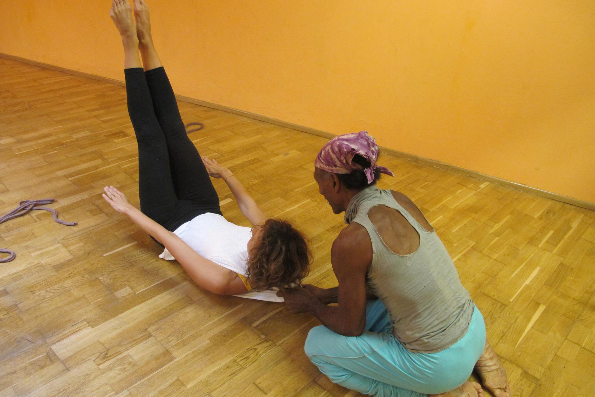 Pilates Hundred Übung Faszientraining positive Auswirkungen