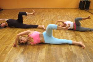 Pilates Side Leg Kick Trainingsoptimierung Psoas Aktivierung axiale Verlängerung neutrale Beckenposition kinästhetische Wahrnehmung Achtsamkeit Mindfulness Psoas