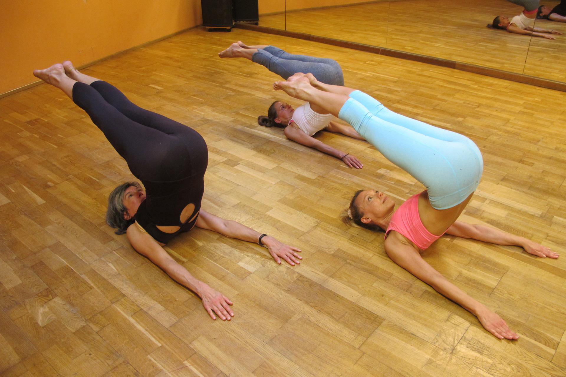 Pilates Roll Over Trainingsoptimierung Steifheit in Nacken und Rücken Brustkorb Prävention Achtsamkeit Mindfulness kinästhetische Wahrnehmung