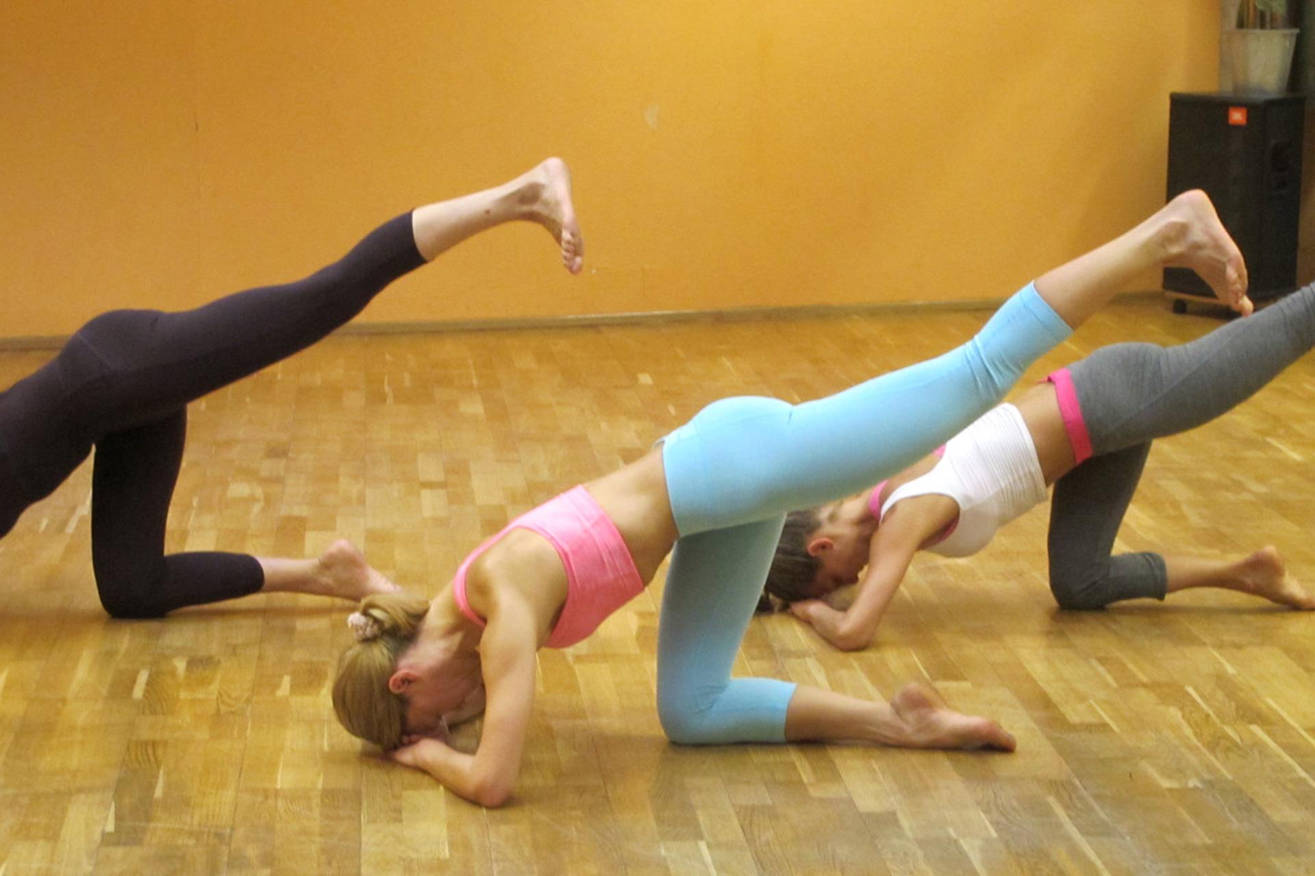 Eselkick therapeutische Übung Pilates-Trainings-Optimierung Rückenentspannung intrinsische Abs innere äußere Bauchmuskulatur