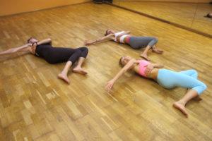 Pilates Armstreckung Schulter Nacken Rücken Entspannung Ausdrucksfreiheit Bewusstheit Achtsamkeit Training