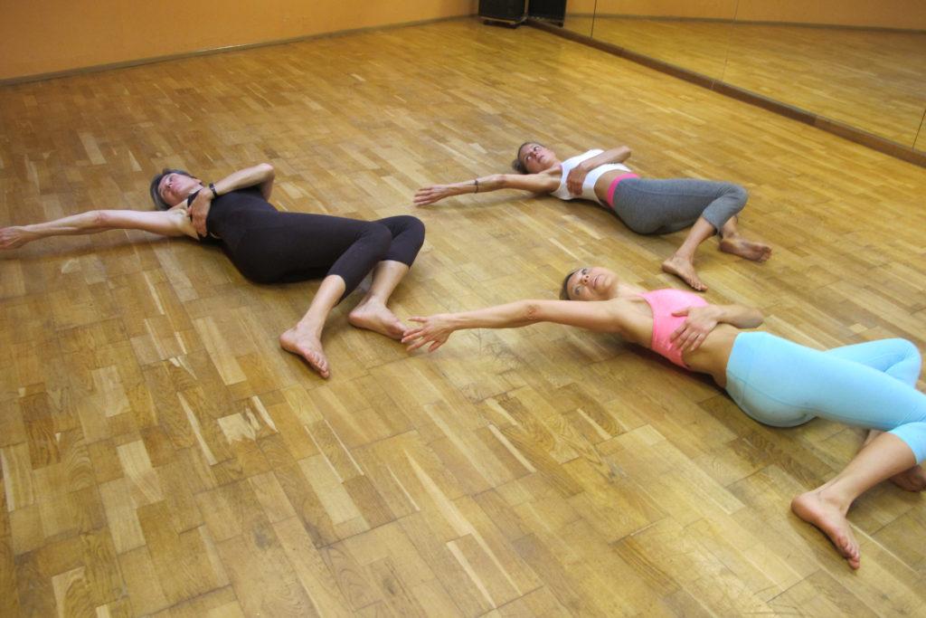 pilates übung Schultergürtelstabilisation armstreckung kinästhetische wahrnehmung