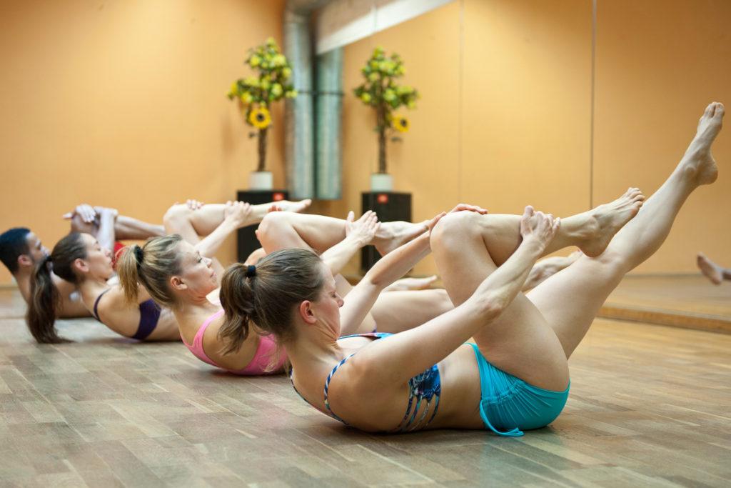 Pilates Single Leg Stretch Körper-Geist-Bewegungs-Bewusstheit