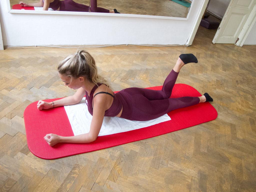 Beckengründung Pilates Trainingsoptimierung Übungen in Bauchlage kinästhetisches Lernen Bewusstheit Körperwahrnehmung